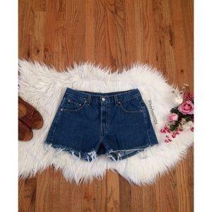 🌿 Levi's High Waisted Frayed Hem Denim Shorts 🌿